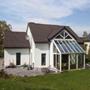 Maison: Une architecture moderne en harmonie avec le Soleil